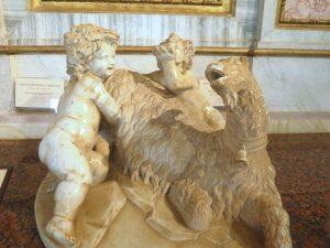 sculpture de Bernini faite à 11ans - jupiter allaité par une chevre