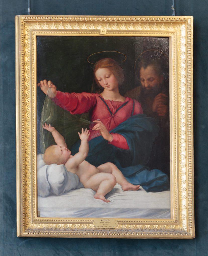 vierge jouant avec un voile au dessus d'un bébé, Homme en arrière plan