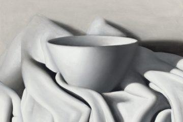 Bol sur un drapé blanc, peinture
