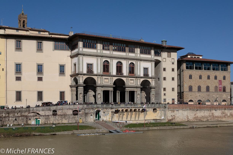 Les Galeries des Offices vue de l'autre rive -Florence -Photo©MichelFrances